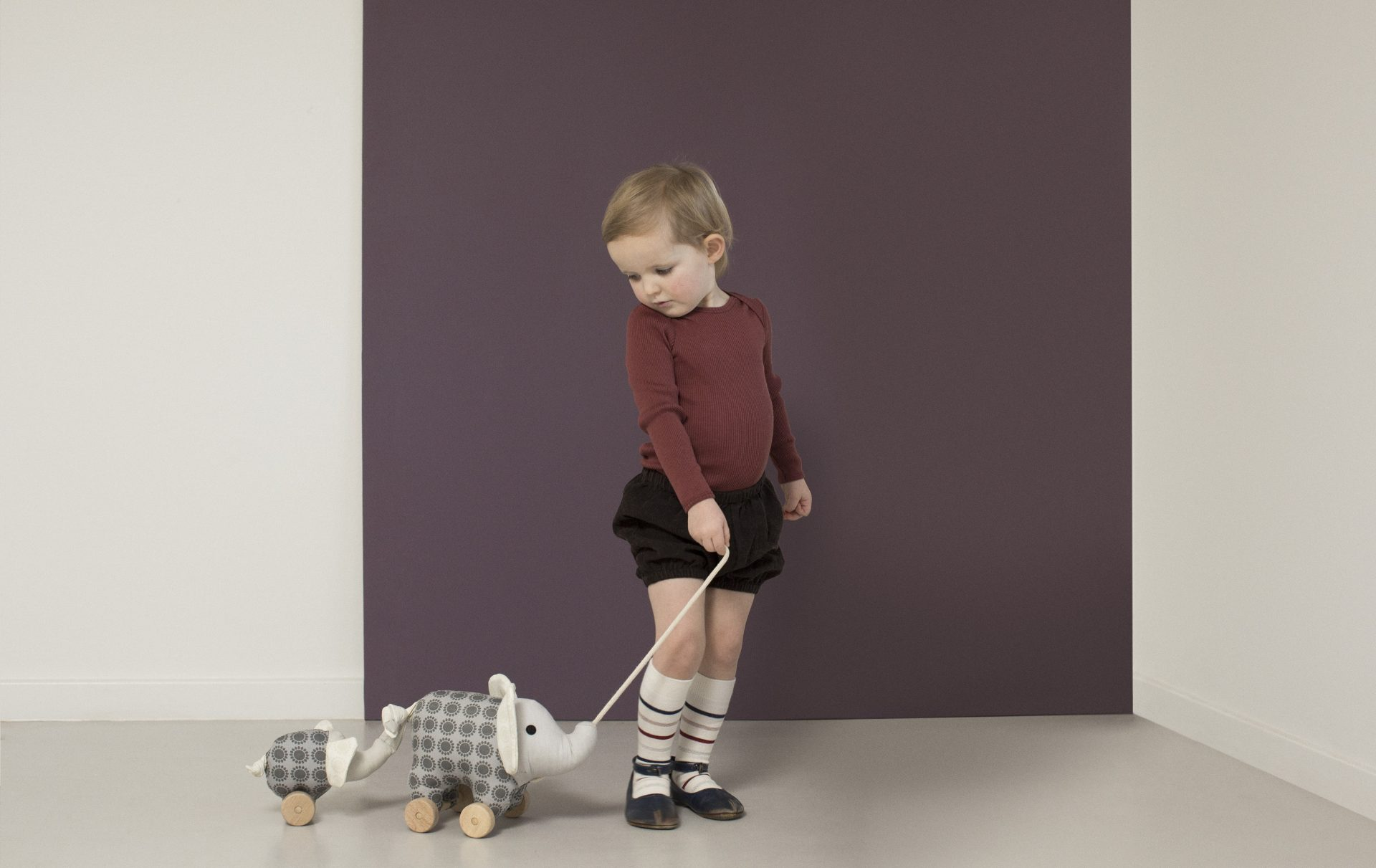 FRANCK & FISCHER Girl with elephant pull toy 3