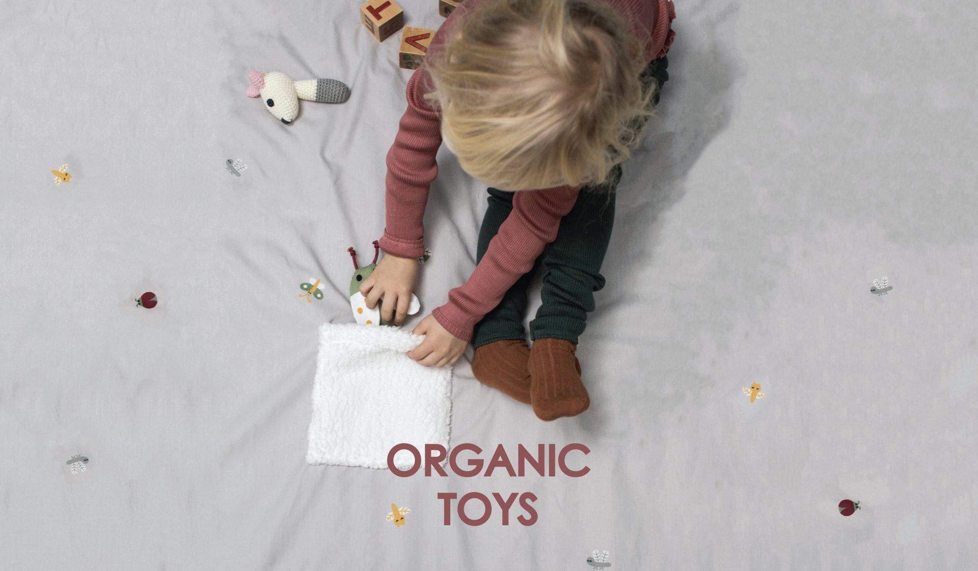 D1 ORGANIC TOYS Pige på tæppe